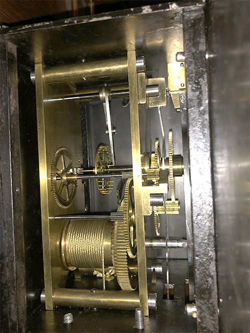 Clock mechanism from the left