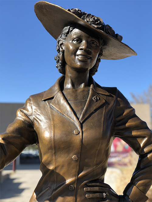 Fannie Mae Duncan statue close up